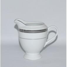 Молочник б/у с серебрянной каймой